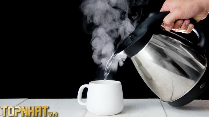 Uống nước ấm kích thích tăng tiết sữa cho mẹ