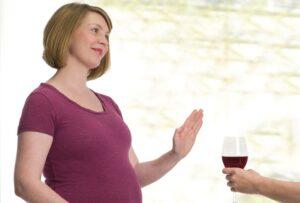Bà bầu nên tránh xa các loại bia rượu và chất kích thích