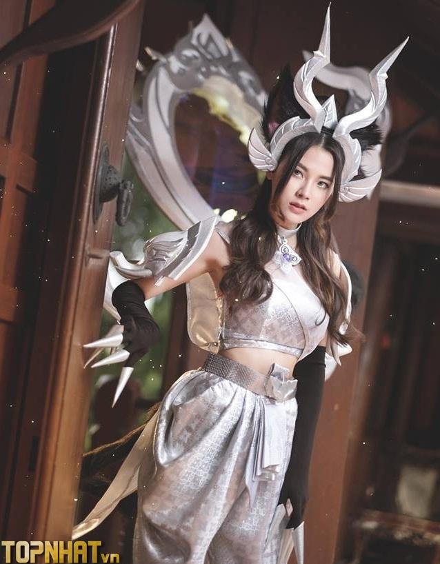Cosplay Arum Linh Tượng Vu Nữ đẹp kiêu sa