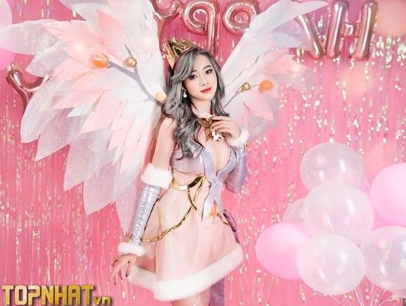 Cosplay Lauriel Hoa Khôi Giáng Sinh Liên Quân