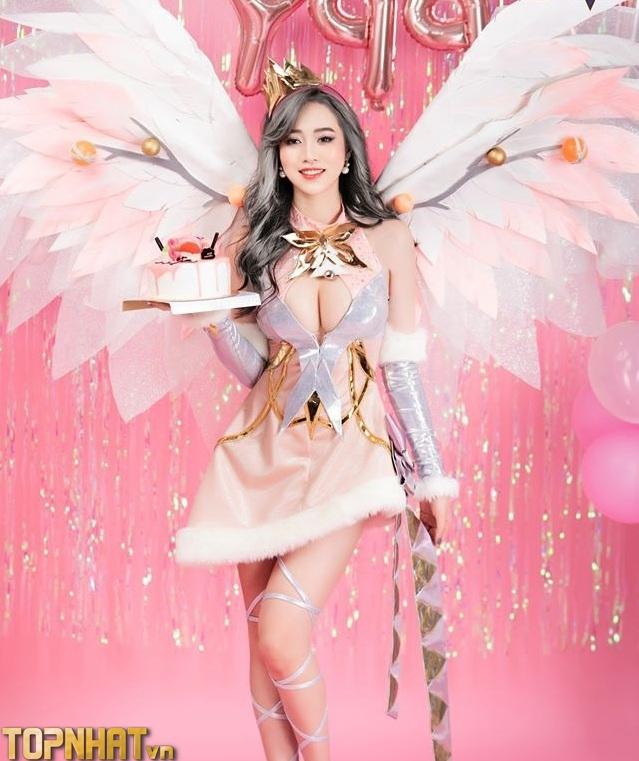 Cosplay Lauriel Hoa Khôi Giáng Sinh cực đẹp
