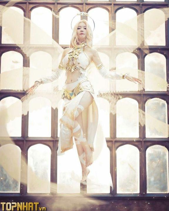 Cosplay Lauriel Thánh Quang Sứ đẹp như thiên sứ