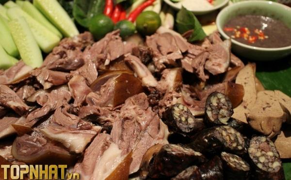 Thịt chó là món ăn phổ biến tại Việt Nam