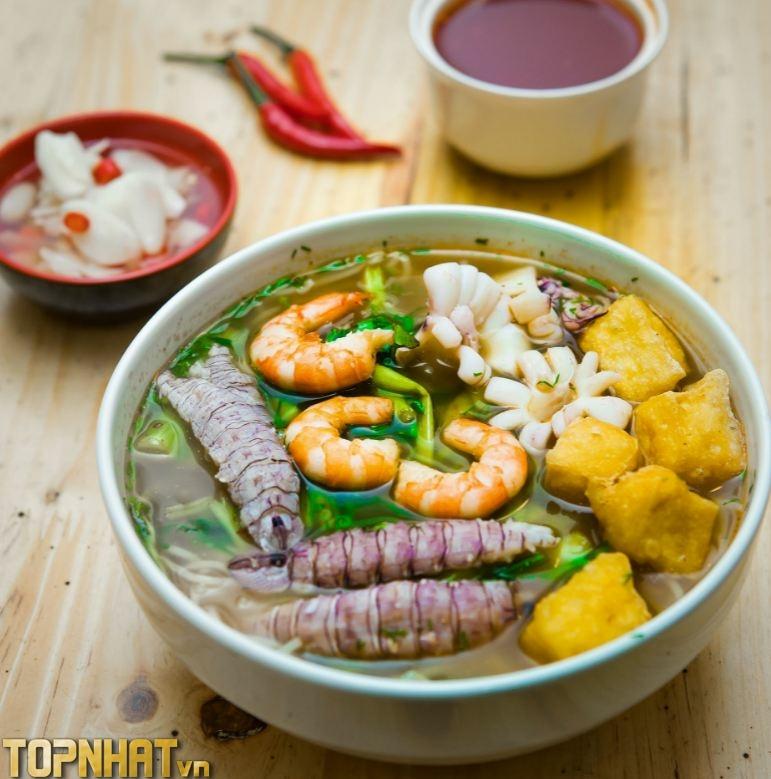 Bát bún hải sản Lương Anh