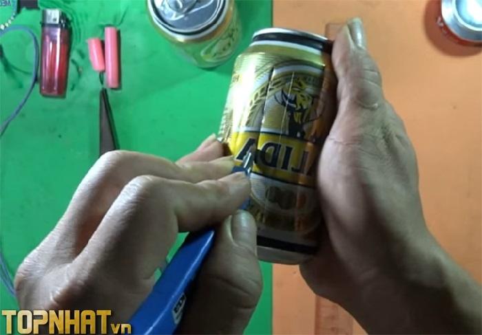 Cắt lon bia làm đèn lồng