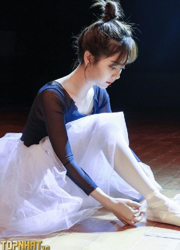 Đàm Tùng Vận là vũ công múa trước khi đến với màn ảnh
