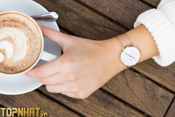 Đeo đồng hồ tay trái phải đều chẳng vấn đề gì