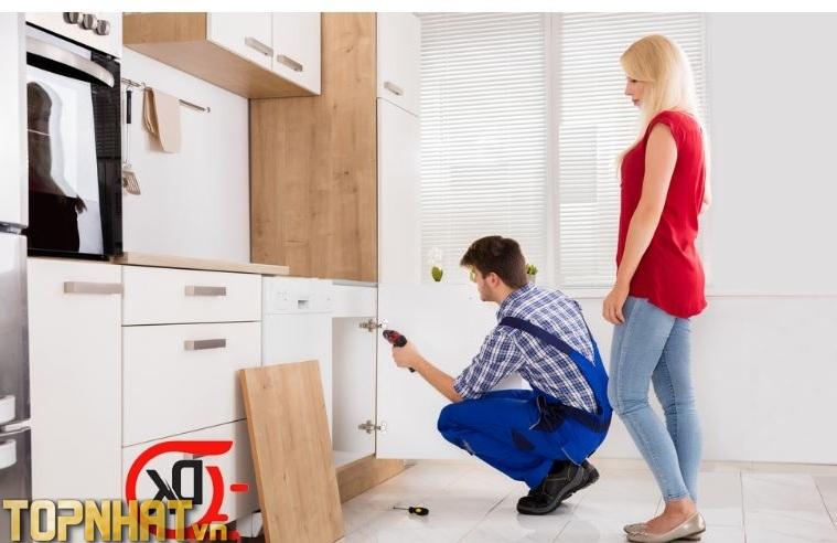 Nên lưu ý tham khảo trước khi gọi dịch vụ sửa chữa tủ bếp tại nhà